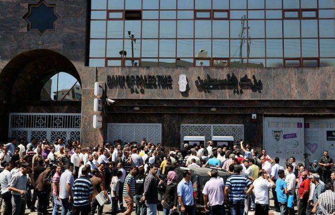 Gaza sotto assedio: con il crollo degli affari gli imprenditori si trovano ad affrontare la prigione