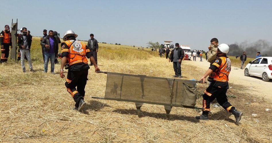 Attacchi militari israeliani contro le equipe mediche al confine con Gaza