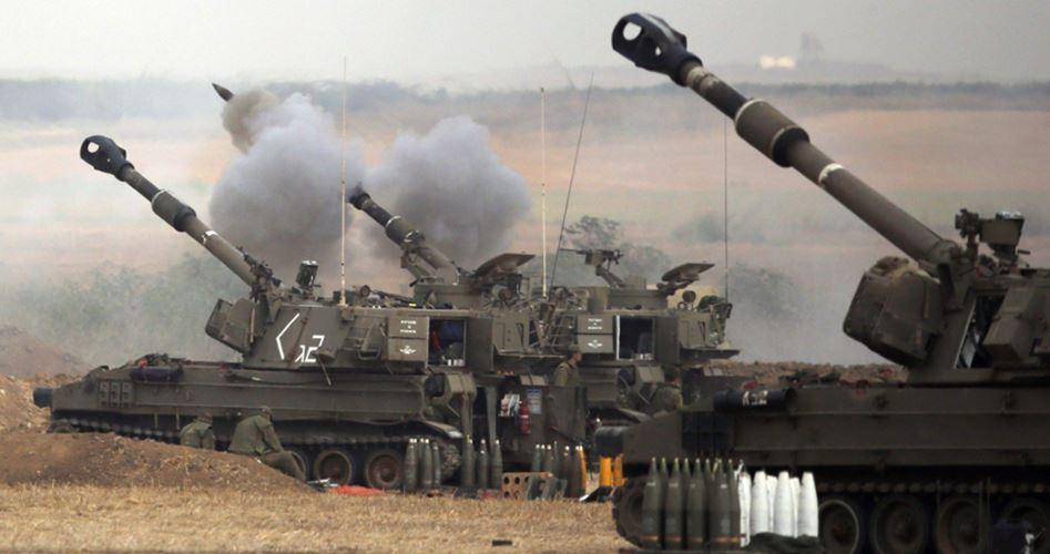 L'artiglieria israeliana bombarda un quartiere di Gaza