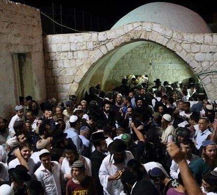 Centinaia di coloni e soldati invadono l'area della Tomba di Giuseppe, a Nablus