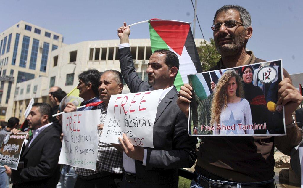 I Palestinesi commemorano la Giornata del prigioniero con manifestazioni in Cisgiordania e Gaza