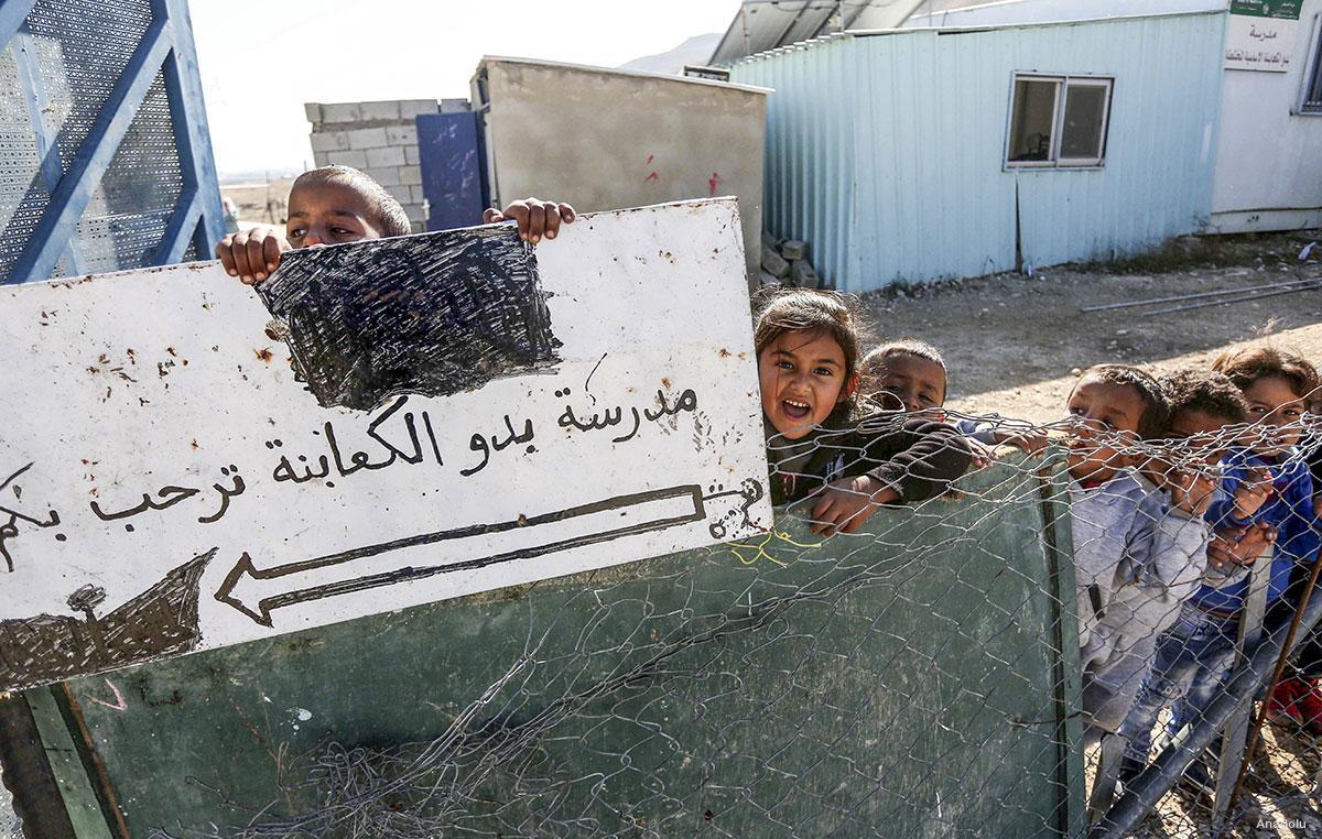 Le forze israeliane demoliscono una scuola a Hebron