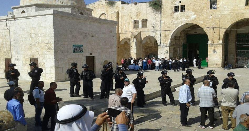 Decine di coloni hanno invaso la Moschea al-Aqsa