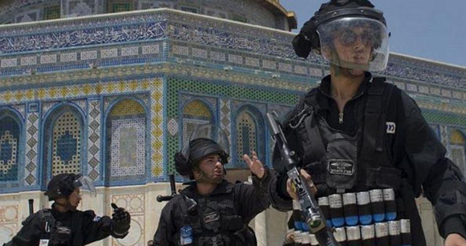 Ragazzino palestinese picchiato dai soldati israeliani a Gerusalemme