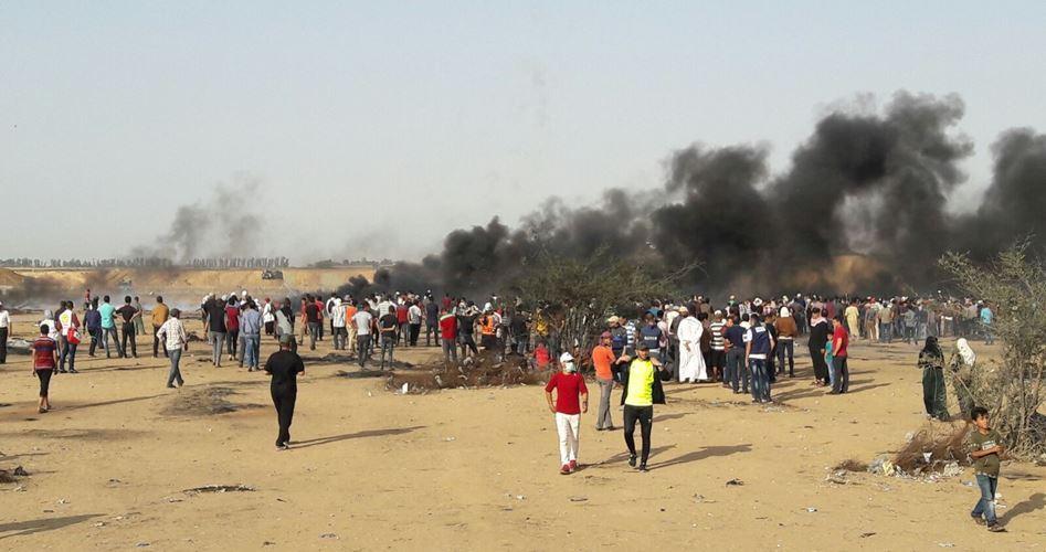 Due giornalisti ed un paramedico tra i 56 feriti al confine di Gaza