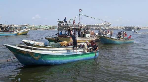 """Striscia di Gaza, Israele attacca la """"barca della speranza"""" che portava 35 feriti"""