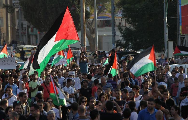 Cisgiordania, migliaia di palestinesi manifestano contro trasferimento ambasciata USA a Gerusalemme
