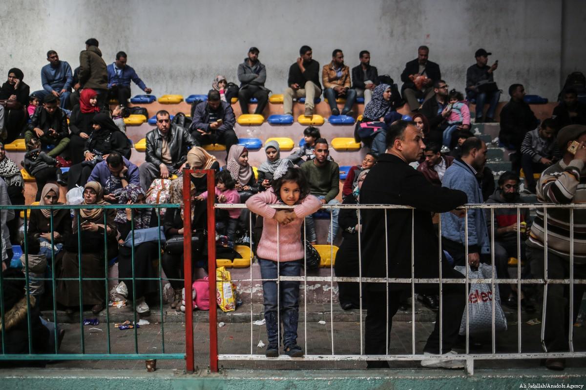 Migliaia di palestinesi bloccati a Gaza mentre l'Egitto richiude il valico di Rafah