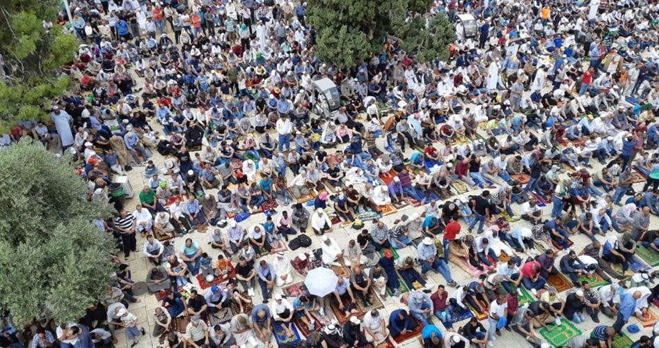 Nonostante repressione israeliana, 250 mila palestinesi pregano ad al-Aqsa