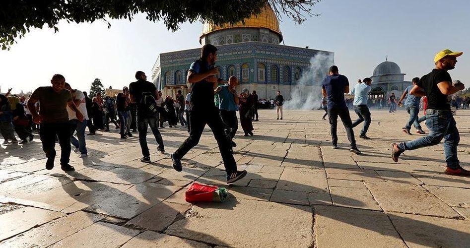 Scontri a al-Aqsa a seguito dell'invasione di coloni e forze israeliane