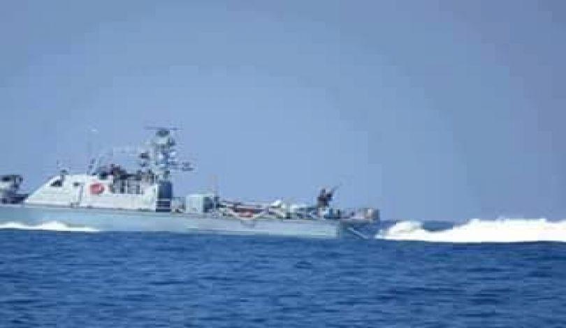 Striscia di Gaza, la marina israeliana affonda peschereccio palestinese e arresta 3 pescatori