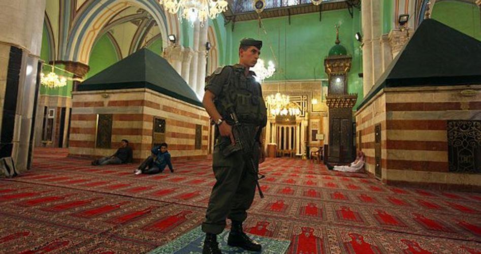 Hebron, gruppi di coloni terranno rituali musicali nella moschea Ibrahimi