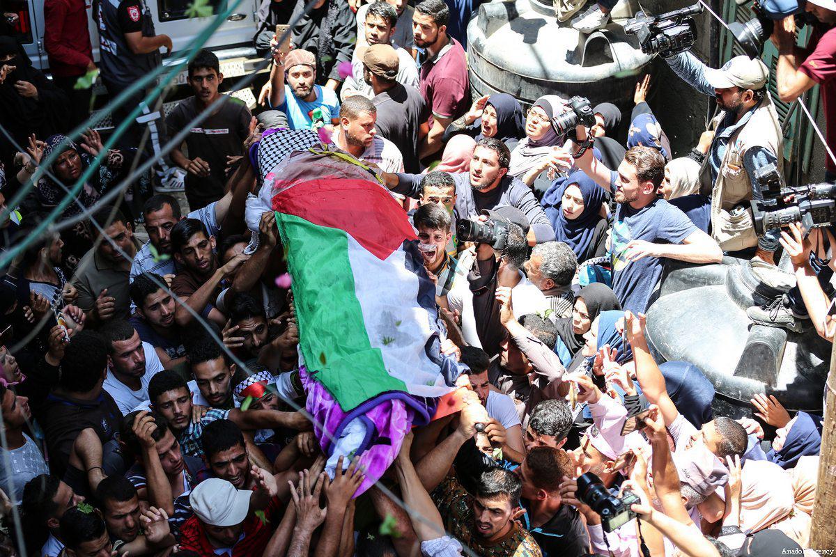 Razan Al-Najjar: un camice bianco macchiato di sangue
