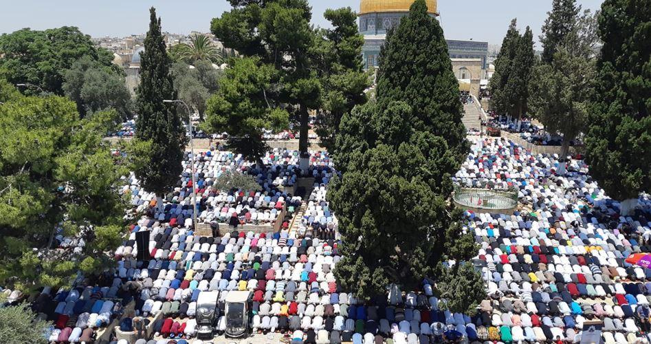 Gerusalemme, 280.000 palestinesi partecipano alla preghiera comunitaria a al-Aqsa