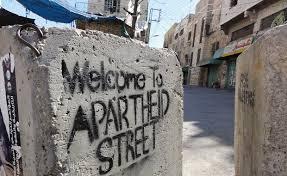 Famiglia palestinese intrappolata in casa in Shuhada Street, a Hebron