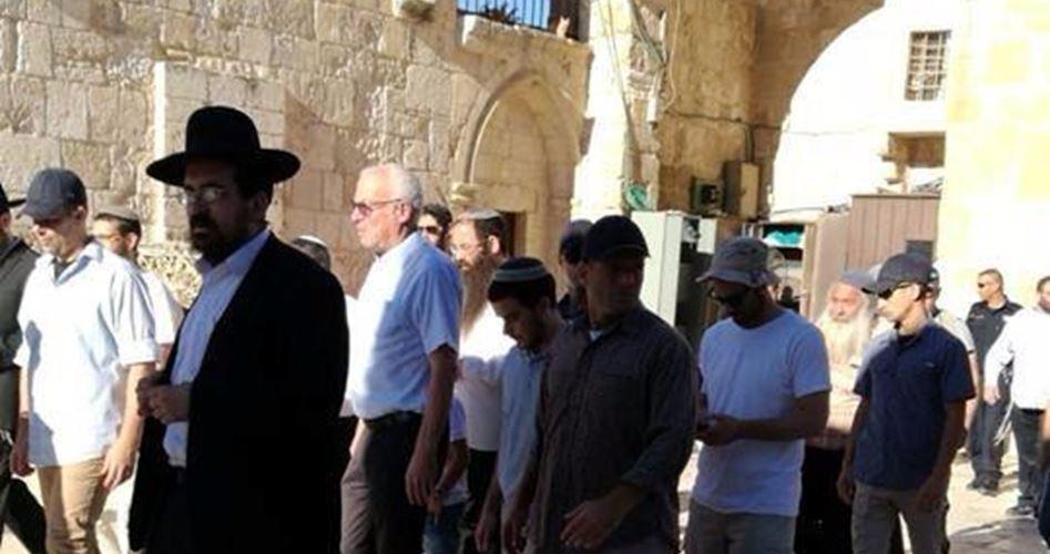 Coloni israeliani, guidati da parlamentari fanatici, invadono al-Aqsa