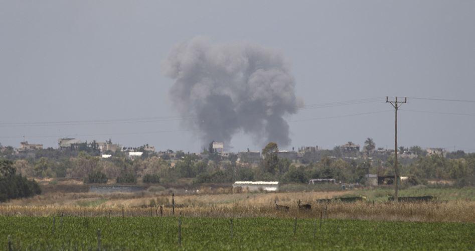 Bombardamento aereo israeliano contro la Striscia di Gaza. La resistenza risponde