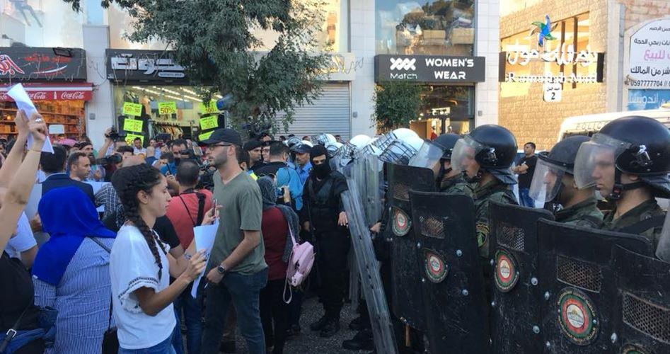 Forze di sicurezza dell'ANP reprimono manifestazioni contro punizione collettiva su Gaza