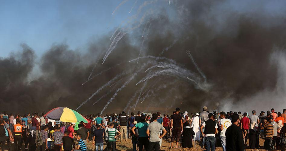 Un bambino tra i due palestinesi uccisi nelle manifestazioni al confine