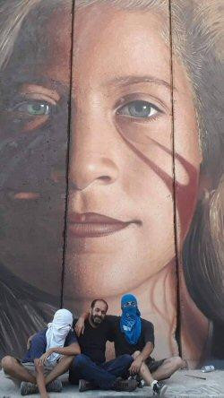 Artisti italiani arrestati per aver dipinto ritratto di Tamimi su Muro dell'Apartheid