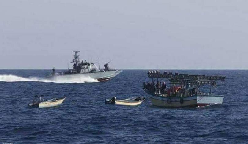 Navi militari israeliane attaccano i pescatori di Gaza in acque palestinesi