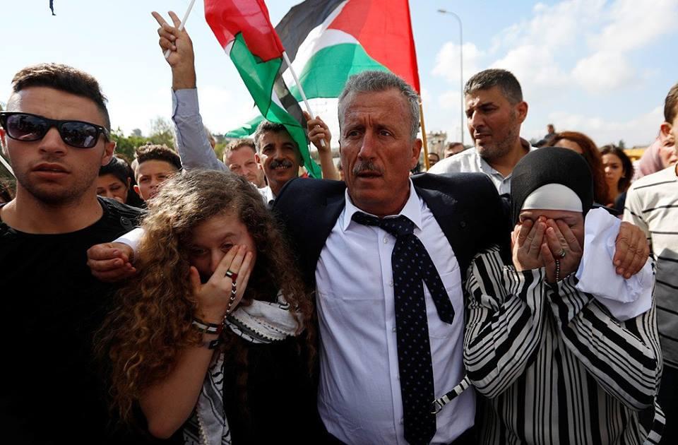 Calorosa accoglienza per Ahed e Nariman Tamimi al loro rilascio dalla prigione israeliana