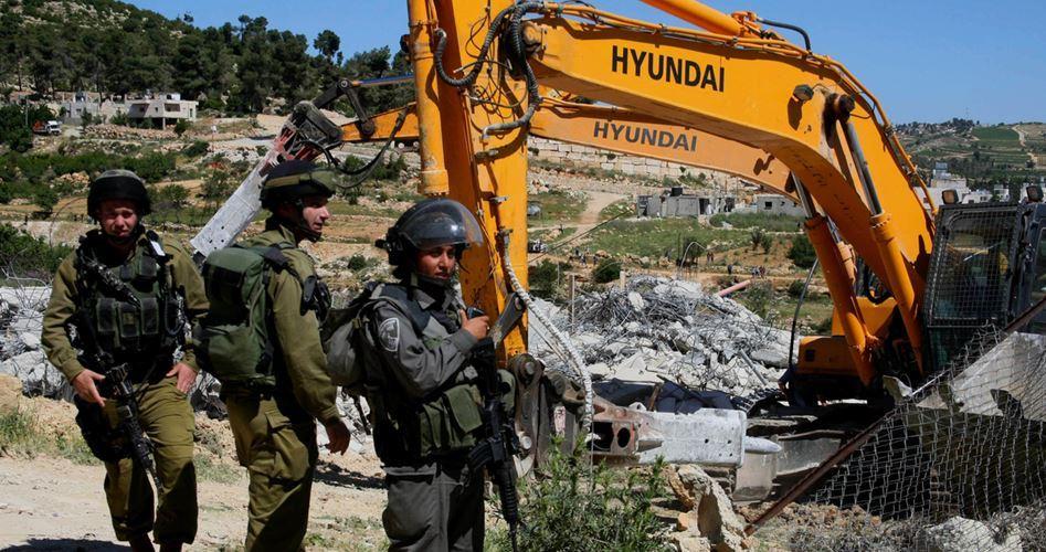 Bulldozer israeliani demoliscono struttura palestinese a nord di Gerico