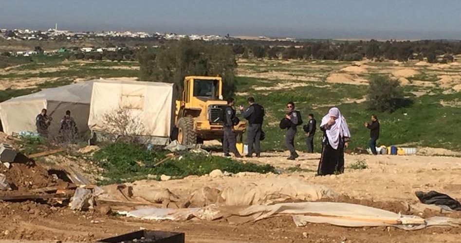 Madre incinta ed i suoi due figli perdono la casa dopo demolizione israeliana