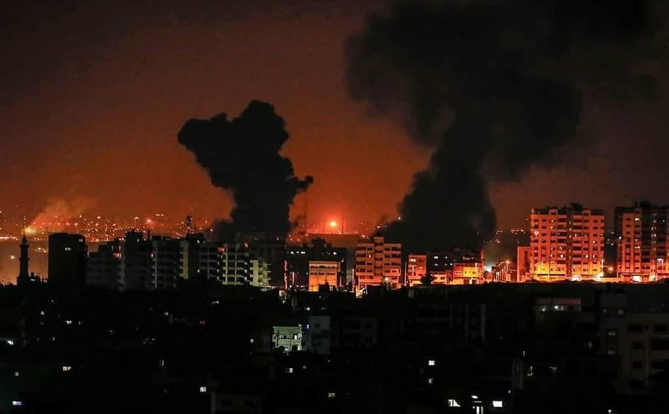 Catena di bombardamenti israeliani sulla Striscia di Gaza: diversi feriti