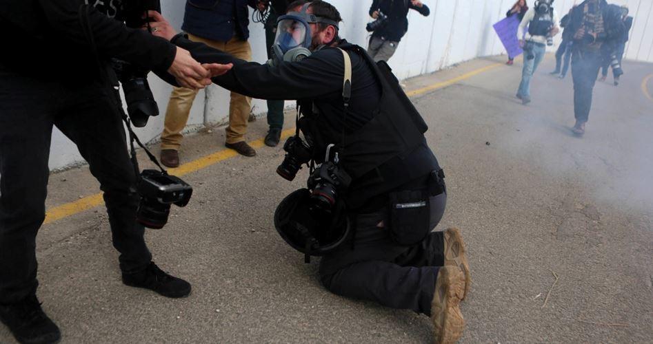 IOF feriscono giornalista e decine di altri palestinesi a Kafr Qaddoum