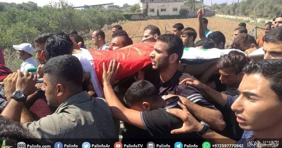 Migliaia partecipano al corteo funebre di giovane gazawi ucciso dall'esercito israeliano