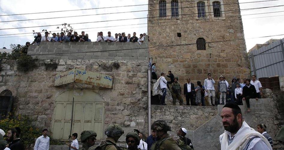 Coloni fanatici realizzano rituali provocatori ad al-Samou'