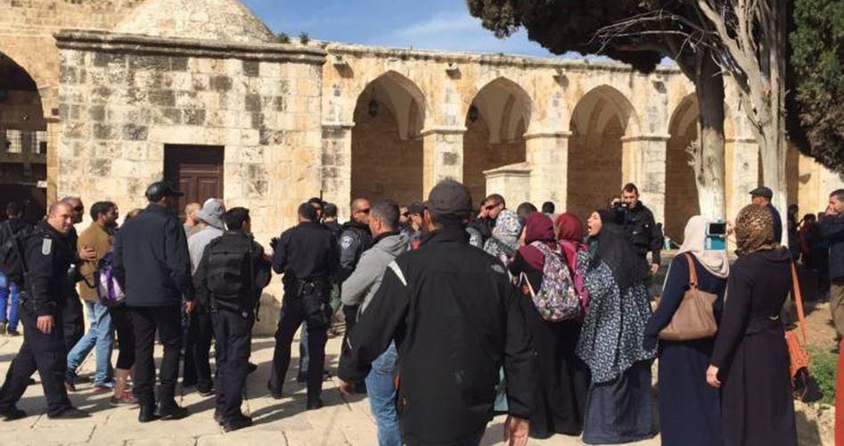 Gerusalemme, 10 palestinesi arrestati per scontri a al-Aqsa con le forze israeliane