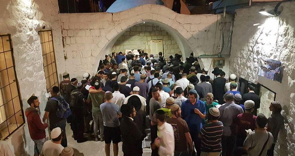 """Nablus, 1450 coloni israeliani invadono l'area della """"Tomba di Giuseppe"""". Decine di Palestinesi feriti"""