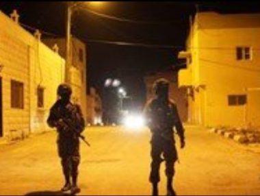 Le forze israeliane invadono Yatta. Diversi casi di soffocamento tra anziani e bambini