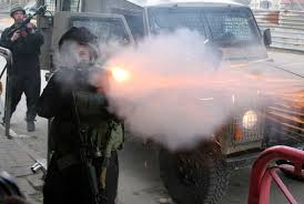 Hebron, decine di scolari asfissiati dai lacrimogeni israeliani