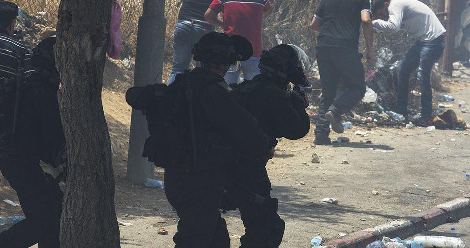 Decine di palestinesi soffocati a causa di gas lacrimogeno vicino a Gerusalemme