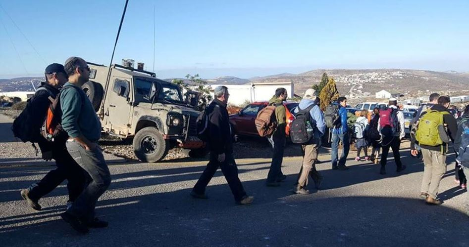 Famiglia palestinese aggredita da gang di coloni israeliani