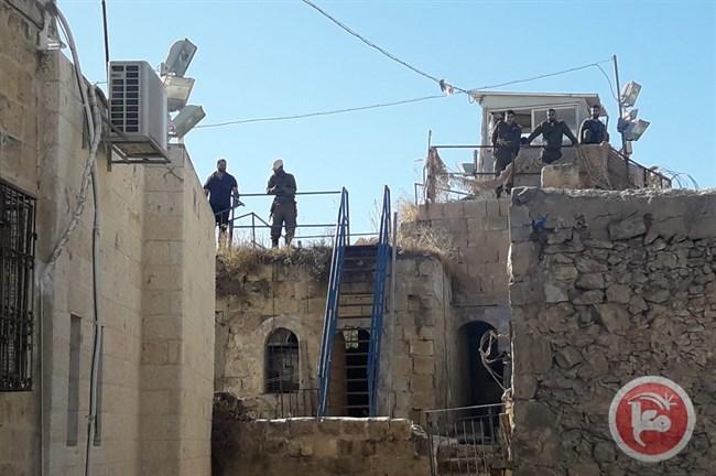 Coloni confiscano case palestinesi a Hebron