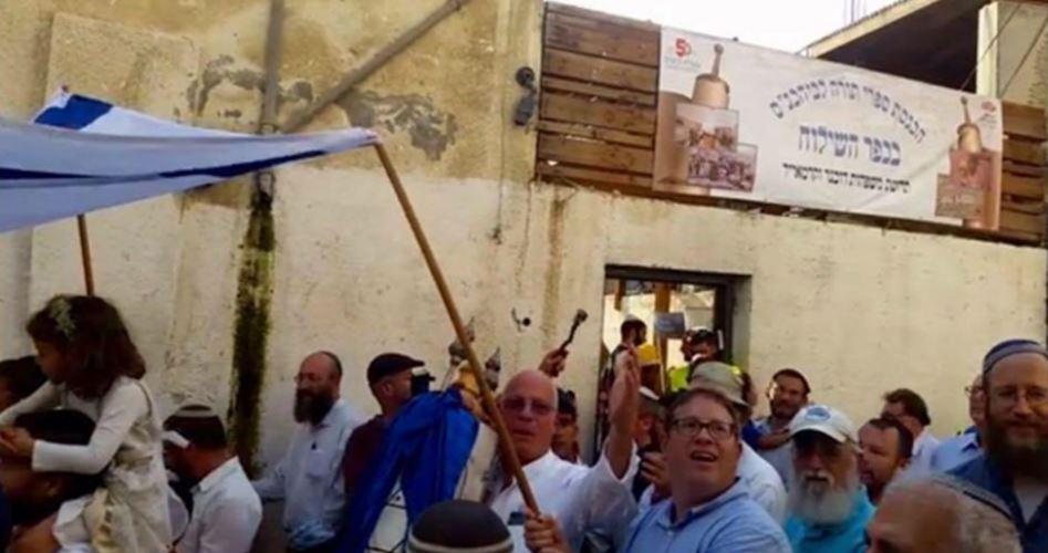 Gerusalemme, coloni fanatici scorrazzano per le vie della Città Vecchia intonando slogan razzisti e violenti