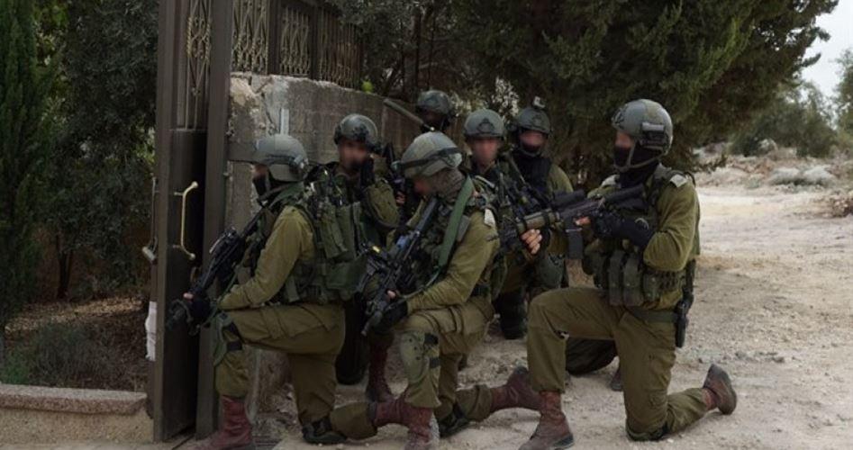 Soldati israeliani invadono le case nella provincia di Tulkarem scatenando il panico tra i bambini palestinesi