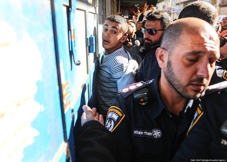 Fanatici di una setta ebraica aggrediscono adolescenti palestinesi e la polizia israeliana arresta chi aveva chiesto aiuto