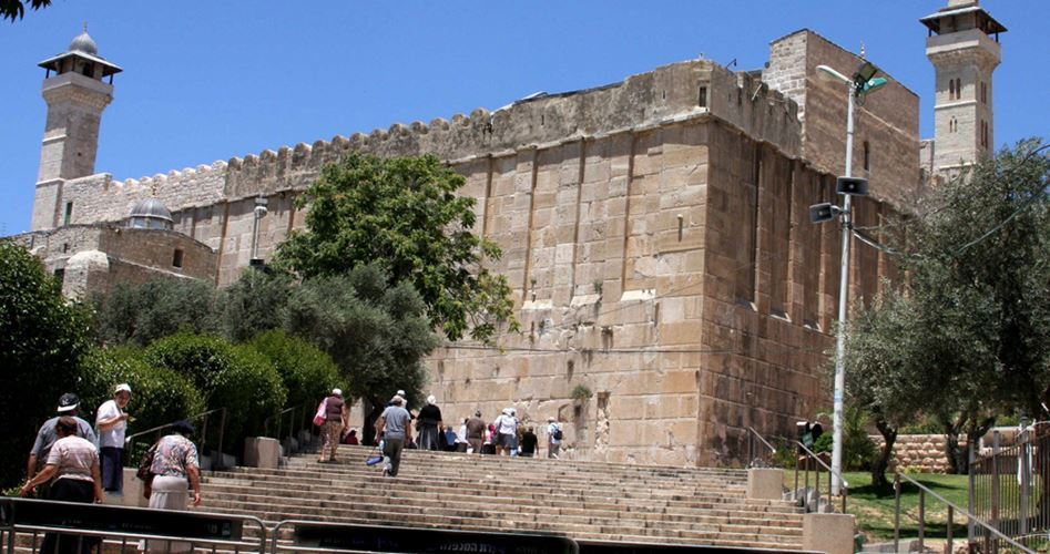 Migliaia di fanatici israeliani invadono moschea di Ibrahimi
