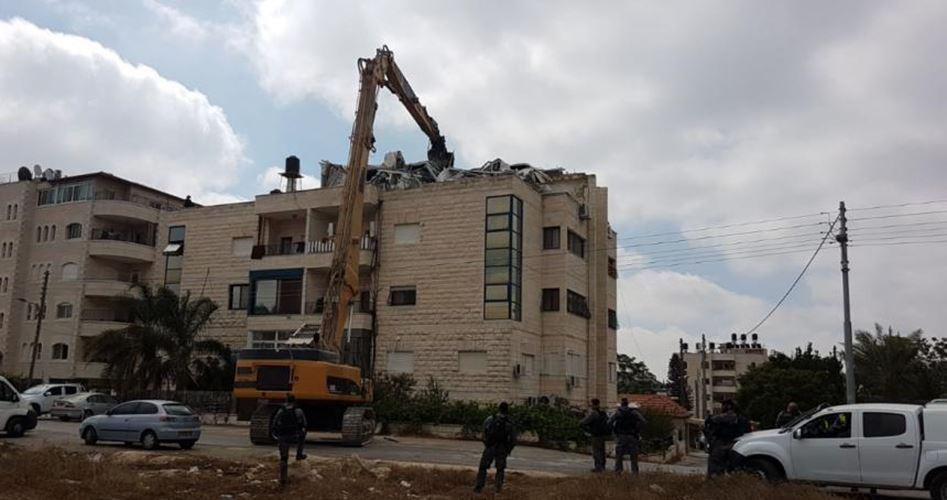 Edificio palestinese demolito nella Gerusalemme occupata