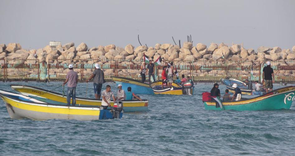 Striscia di Gaza, 3 Palestinesi feriti dalle forze israeliane durante 17ª manifestazione navale anti-assedio