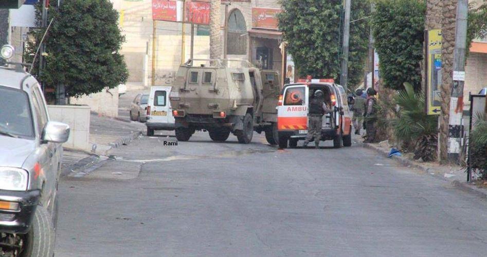 Le forze israeliane prendono di mira le ambulanze palestinesi