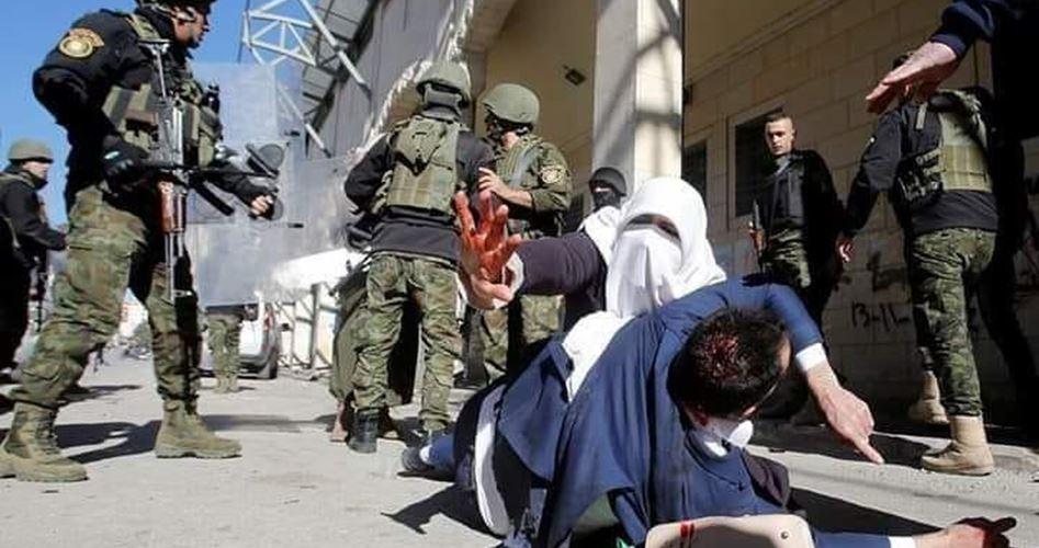 Hebron, le forze dell'ANP aggrediscono manifestanti palestinesi