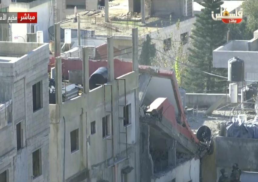 Punizioni collettive nazi-sioniste colpiscono intere famiglie, mentre l'esercito israeliano fa detonare una casa a Ramallah