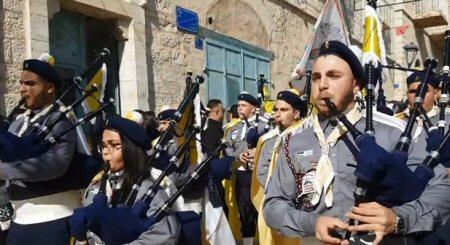 A migliaia a Betlemme per celebrare il Natale: rimarremo in Terra Santa e resisteremo all'occupazione