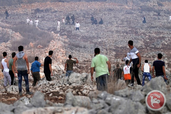 Coloni israeliani attaccano scuola palestinese a Urif